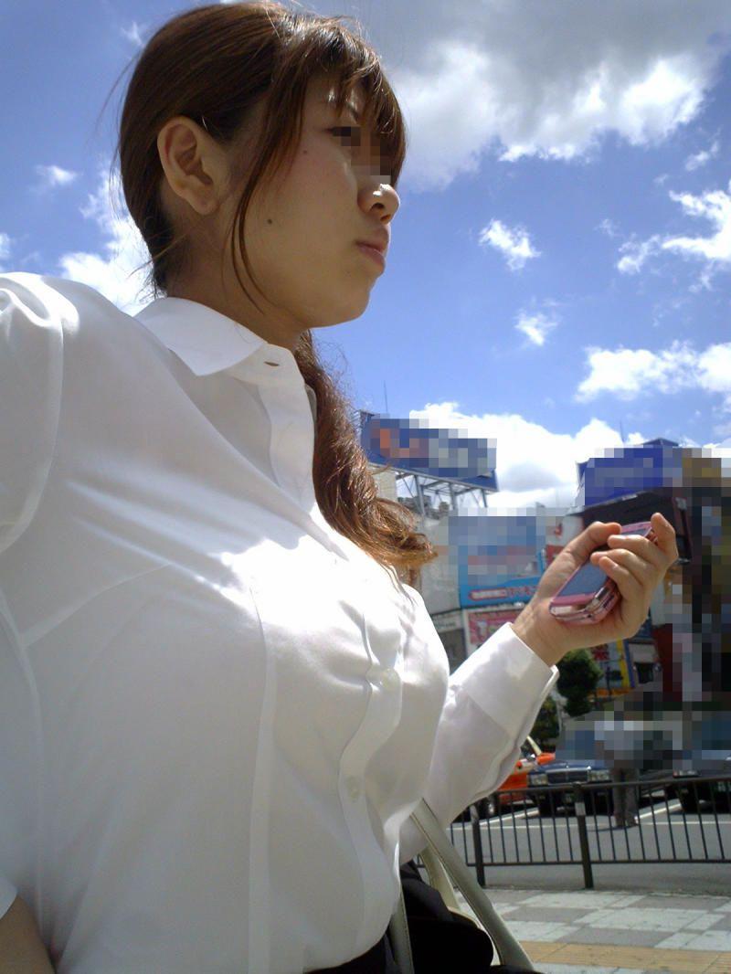 【着胸エロ画像】見逃されない目立つ膨らみw注目浴びがち街の着衣おっぱいwww 11