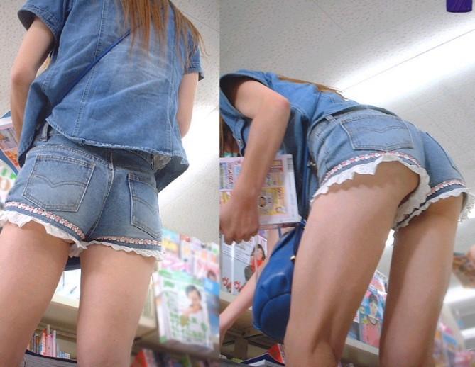 【パンチラエロ画像】見えたか!?ミニスカ女子の階段上がる姿を斜め下から頂戴しますwww 06