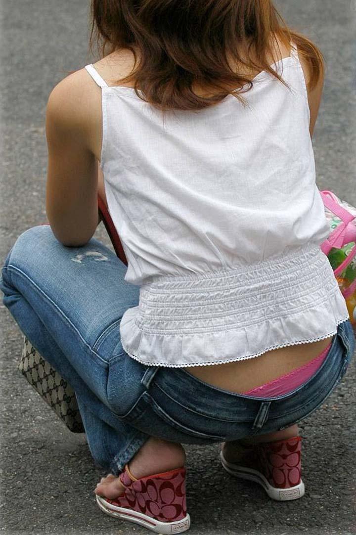 【ローライズエロ画像】座った方がよくハミ出て来るローライズ女子の生下着www 13