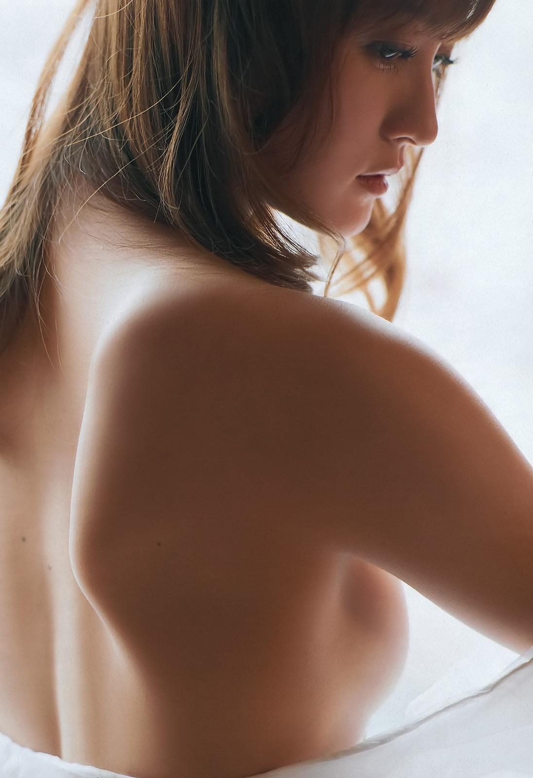 【後ろ姿エロ画像】今すぐ回れ右!背中越しに見えるのが気になり過ぎる乳の膨らみwww 15