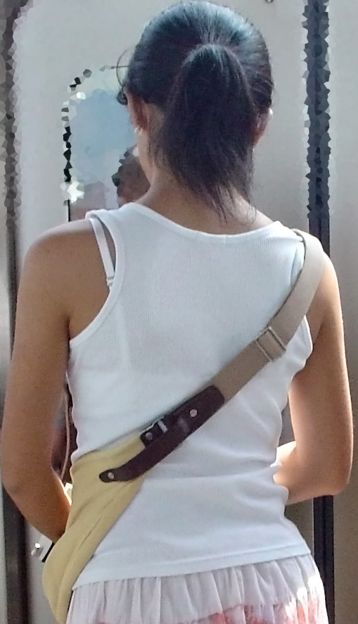 【ブラ見えエロ画像】肩紐出ただけでも価値アリwブラハミ出し素人www 11
