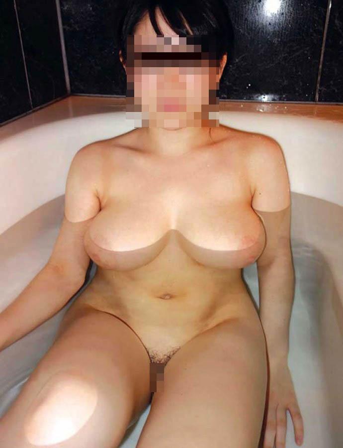【入浴エロ画像】某入浴剤は関係ないけど湯船におっぱい浮かべた巨乳持ちwww 05