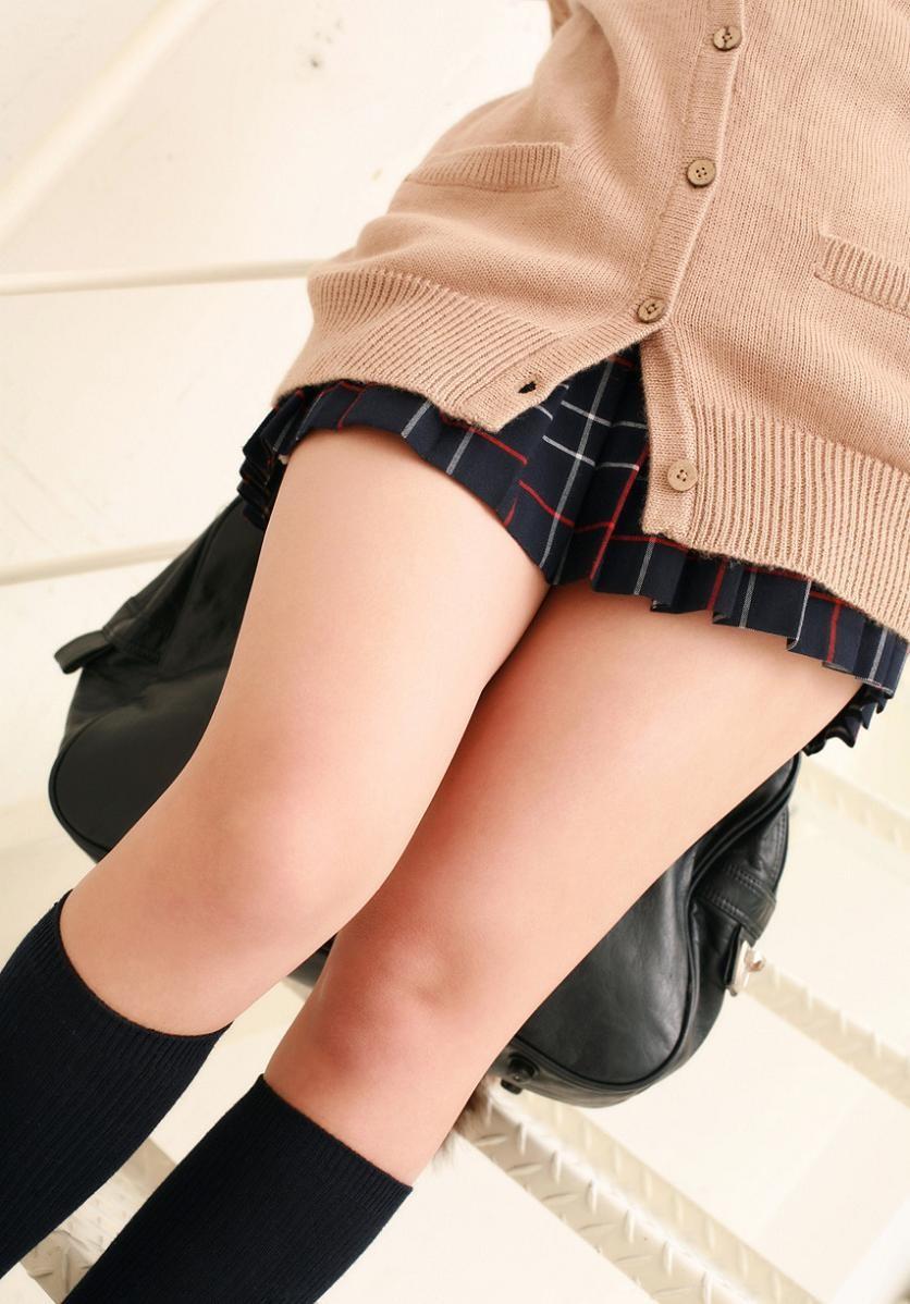 【美脚エロ画像】縁側で膝枕お願いしますwムッチリしてこそな女の太ももwww 11