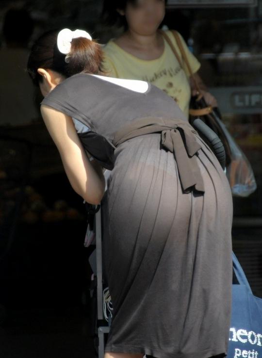 【下着透けエロ画像】スカートじゃなくても…線も色もクッキリなパンツ浮き透け尻www 10