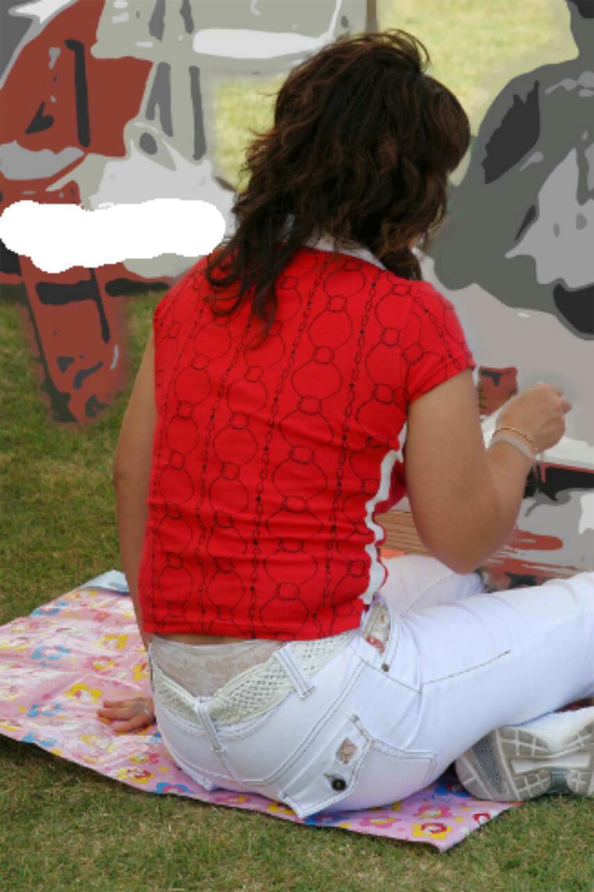 【ローライズエロ画像】腰履き見たら座り待ちw後ろのハミ出しパンツチェックwww 03