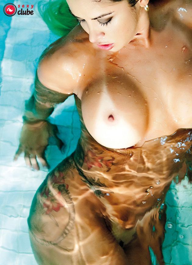 【日焼けエロ画像】乳輪との隙間が際どいですねwビキニ日焼け済の美乳www 11