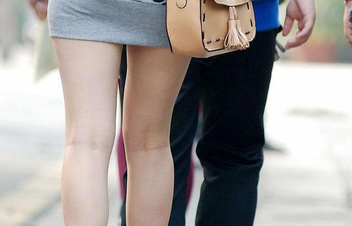 【美脚エロ画像】生ならなお良し!去るまで見届けたくなる街行く綺麗な脚www 001