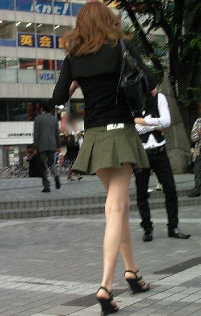 【美脚エロ画像】生ならなお良し!去るまで見届けたくなる街行く綺麗な脚www 03