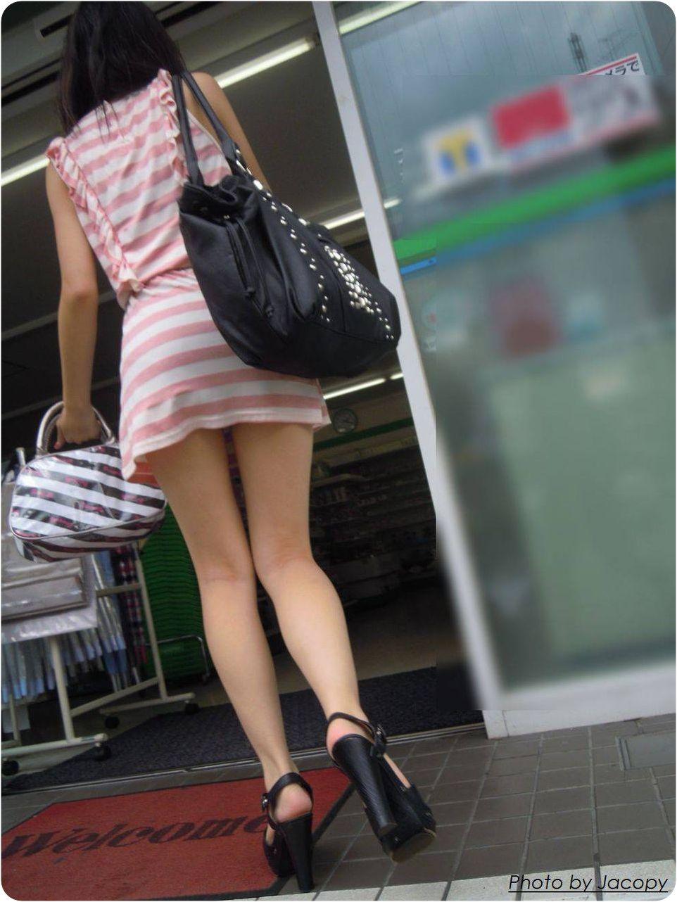【美脚エロ画像】生ならなお良し!去るまで見届けたくなる街行く綺麗な脚www 08
