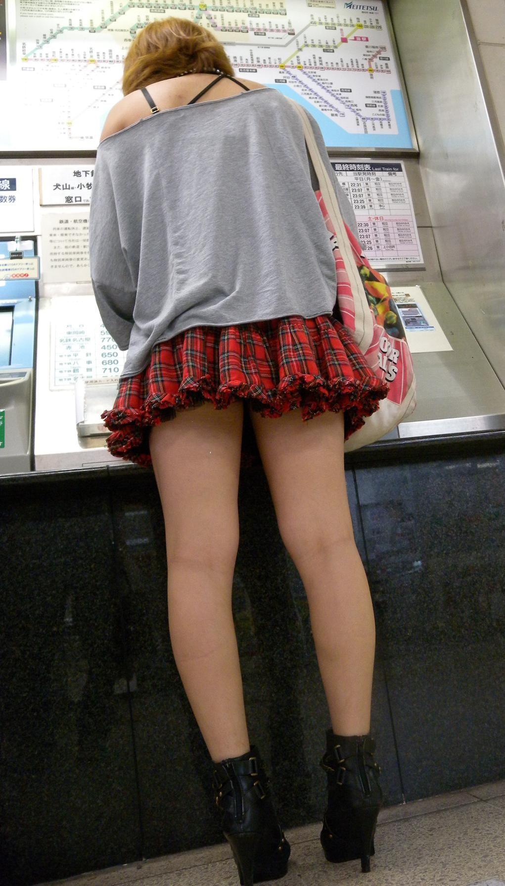 【美脚エロ画像】生ならなお良し!去るまで見届けたくなる街行く綺麗な脚www 12