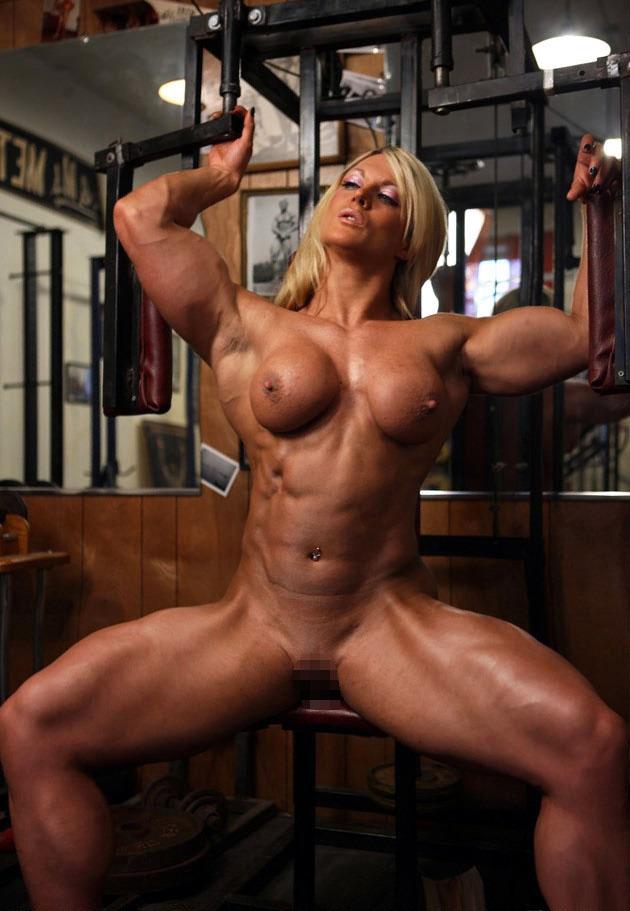 【海外エロ画像】筋肉よりも気になるものが…外人さんの全裸エクササイズwww 15