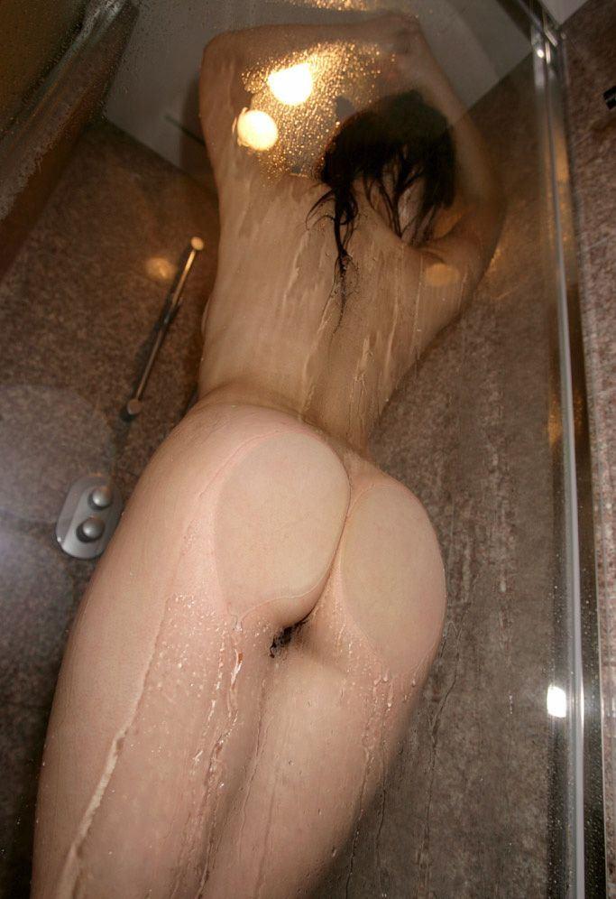 【美尻エロ画像】濡れるだけで卑猥になる女体!お尻とて例外ではなくwww 05