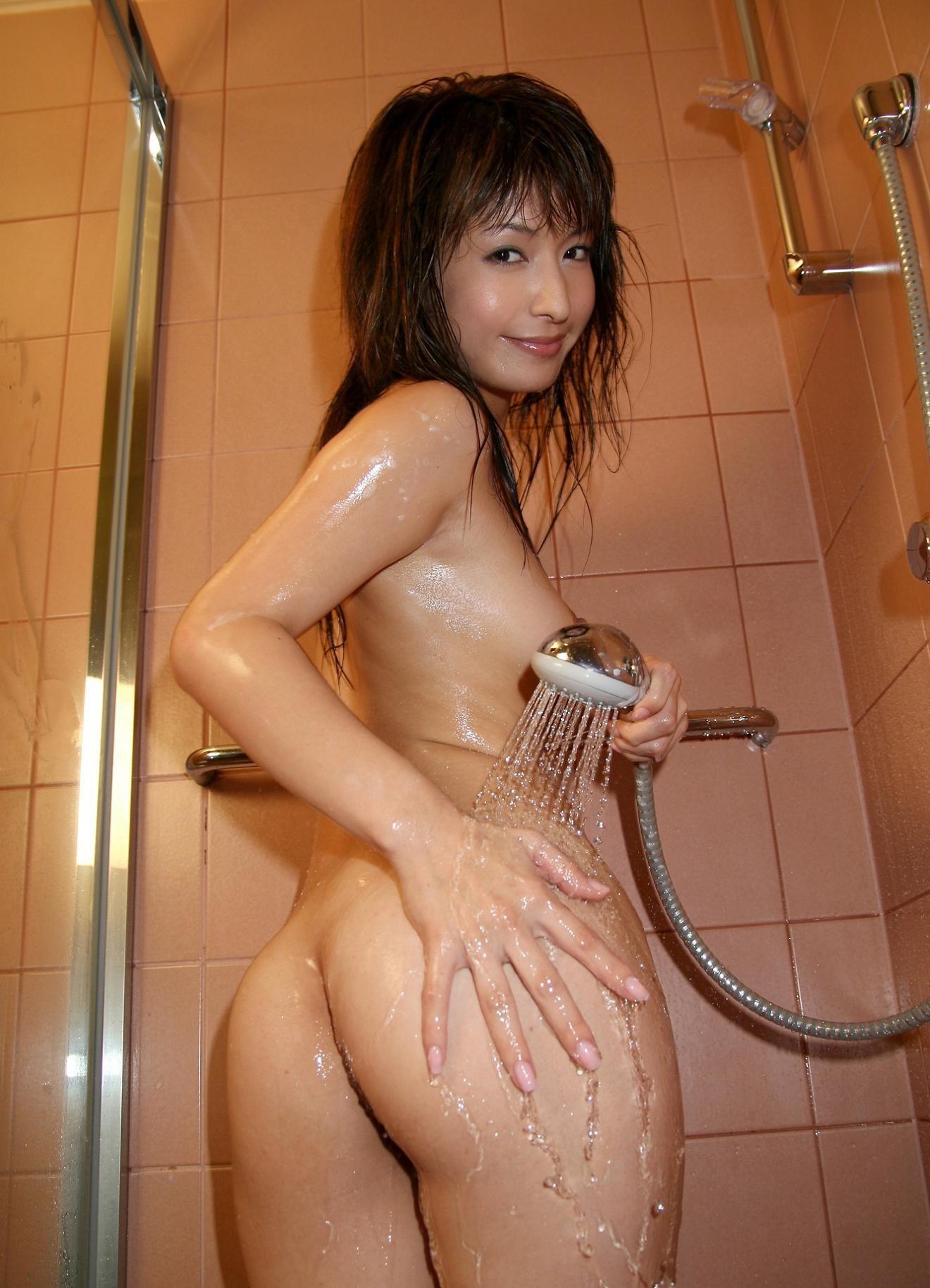 【美尻エロ画像】濡れるだけで卑猥になる女体!お尻とて例外ではなくwww 11