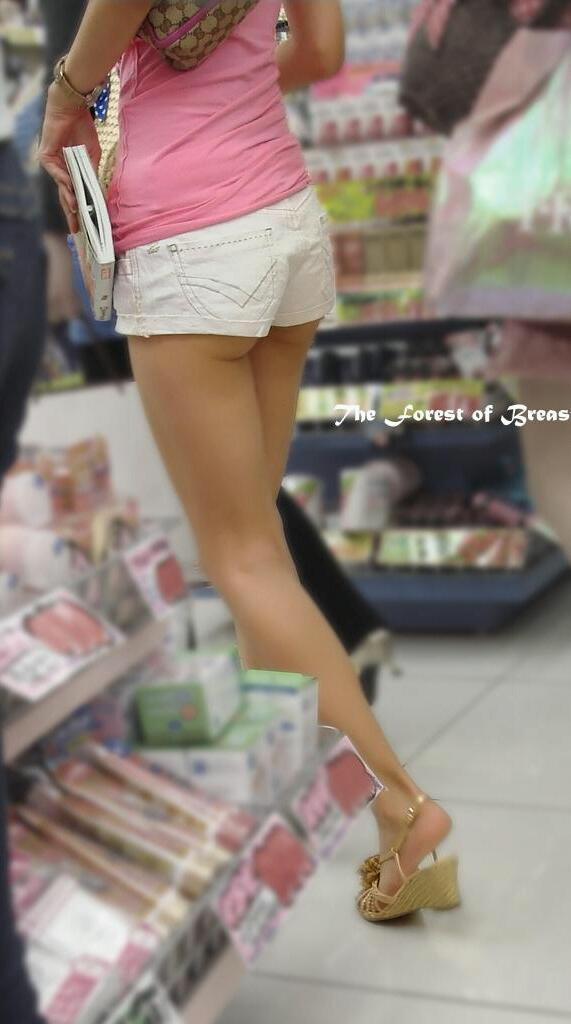 【街尻エロ画像】隠しもしないのか!ホットパンツ女子たちのヤバいハミ尻www 01