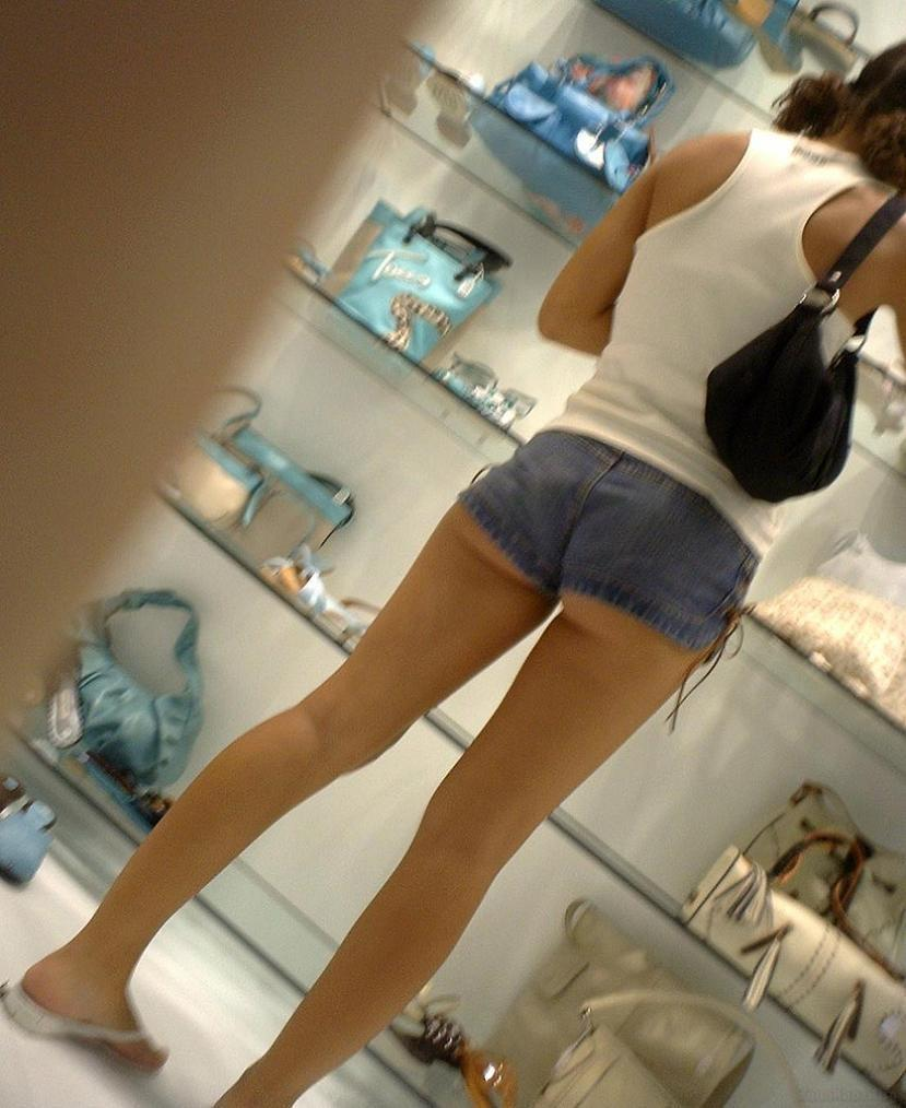 【街尻エロ画像】隠しもしないのか!ホットパンツ女子たちのヤバいハミ尻www 06