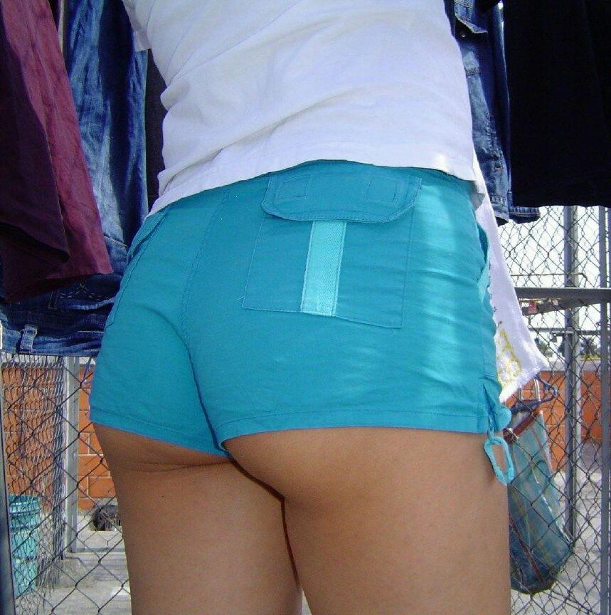 【街尻エロ画像】隠しもしないのか!ホットパンツ女子たちのヤバいハミ尻www 09