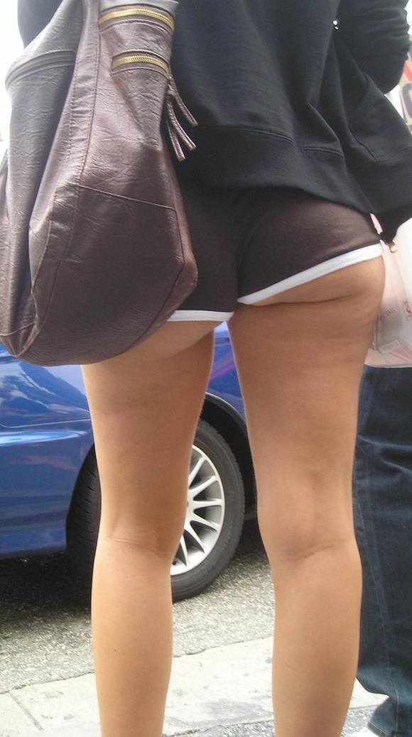 【街尻エロ画像】隠しもしないのか!ホットパンツ女子たちのヤバいハミ尻www 10