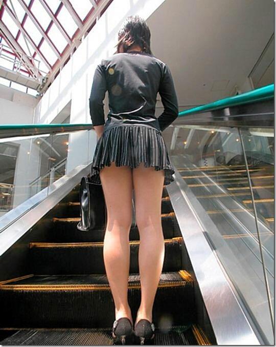 【美脚エロ画像】挟まれてみたい膝裏をした街角の美脚女性を追いかけてwww 02
