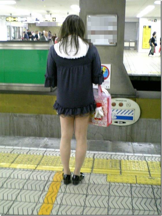 【美脚エロ画像】挟まれてみたい膝裏をした街角の美脚女性を追いかけてwww 03