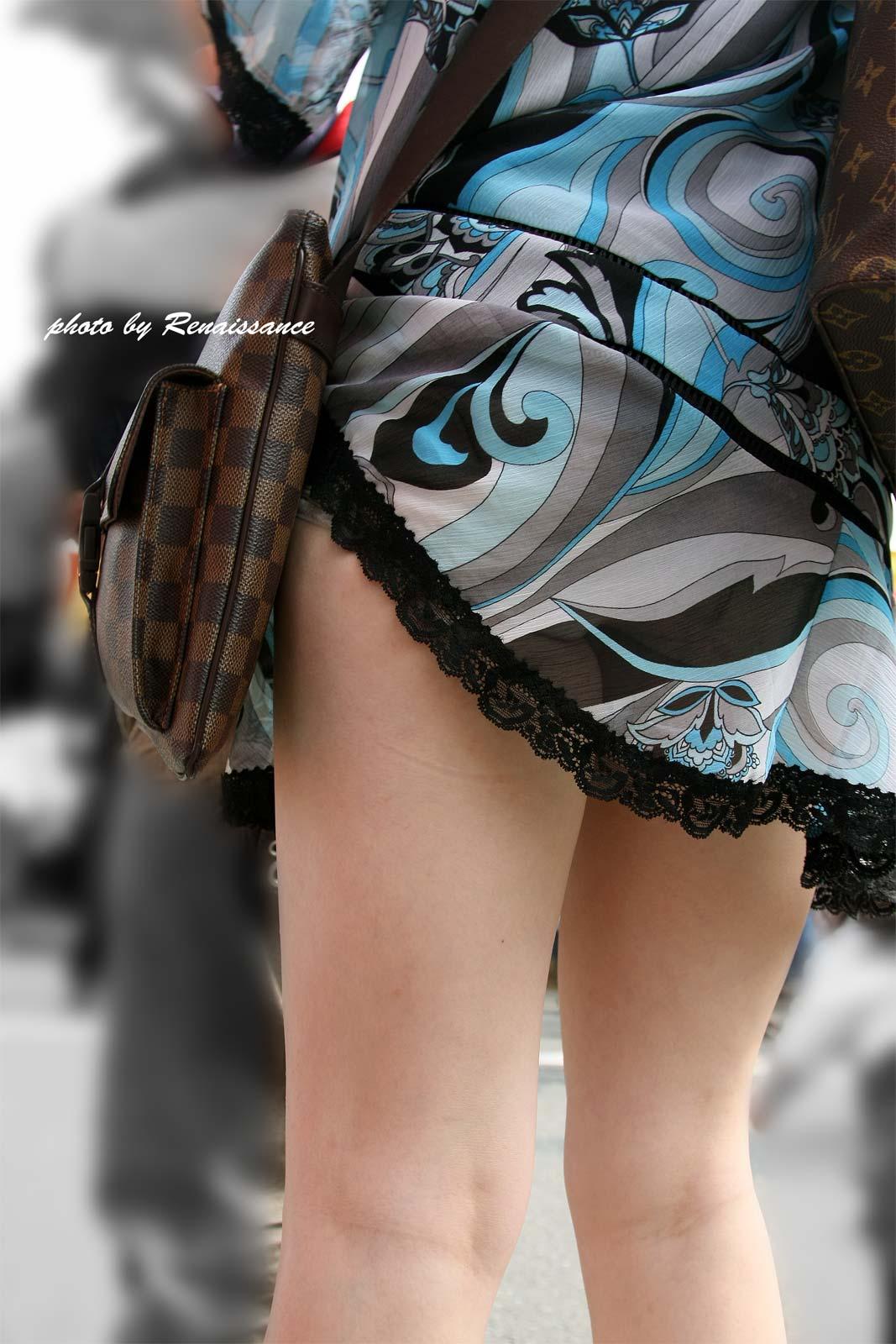 【美脚エロ画像】挟まれてみたい膝裏をした街角の美脚女性を追いかけてwww 10