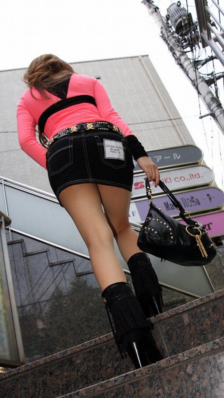 【美脚エロ画像】挟まれてみたい膝裏をした街角の美脚女性を追いかけてwww 15
