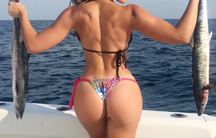 【海外エロ画像】釣果よりも気になるえちぃ後ろ姿な海外ビキニ釣り人www 001