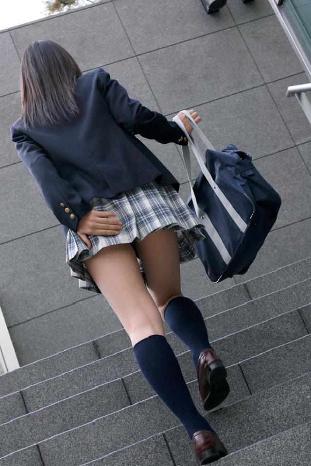 【水着エロ画像】立ち会えたら超強運!水着から生乳ポロリの瞬間www 09