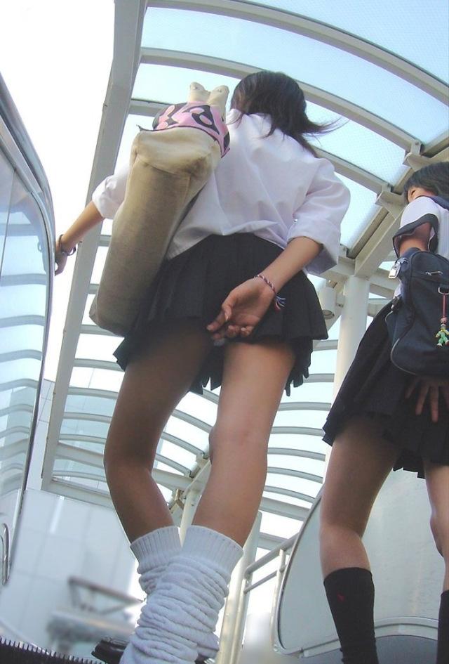 【水着エロ画像】立ち会えたら超強運!水着から生乳ポロリの瞬間www 11