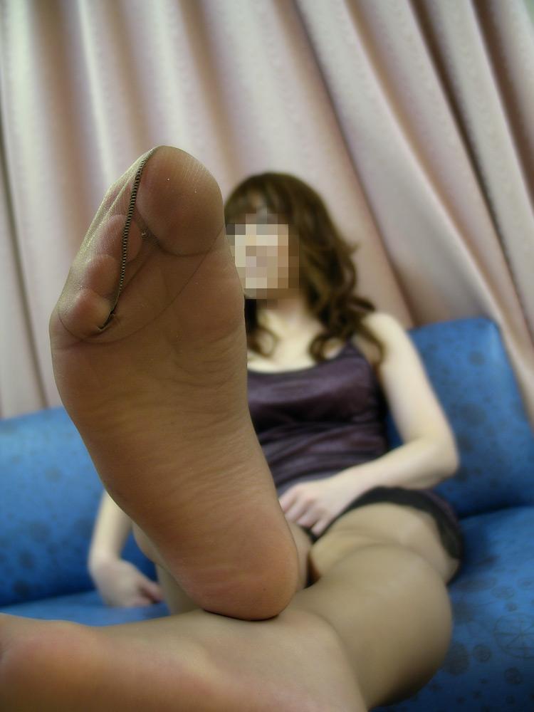 【足裏エロ画像】どんな美女のでもまずは洗ってからw舐めてみたい女の足裏www 12