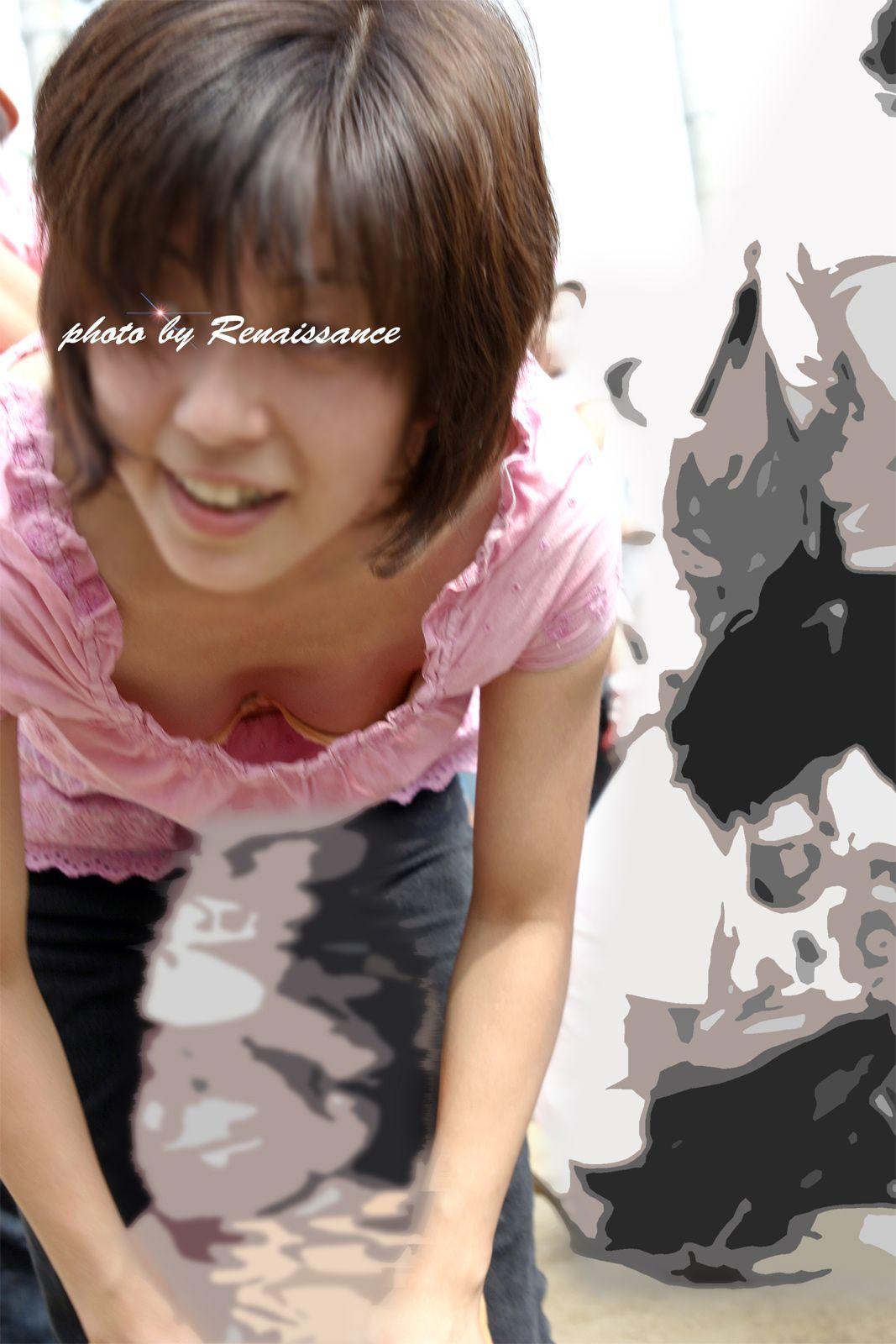 【胸チラエロ画像】ママさんったら!我が子の為に晒した豊かな胸元www 07