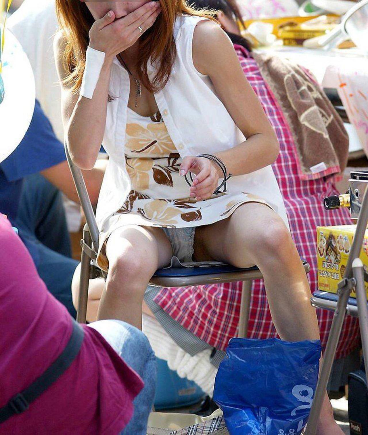 【パンチラエロ画像】そんな簡単でいいの?見せ過ぎ傾向な座りチラ女子www 12