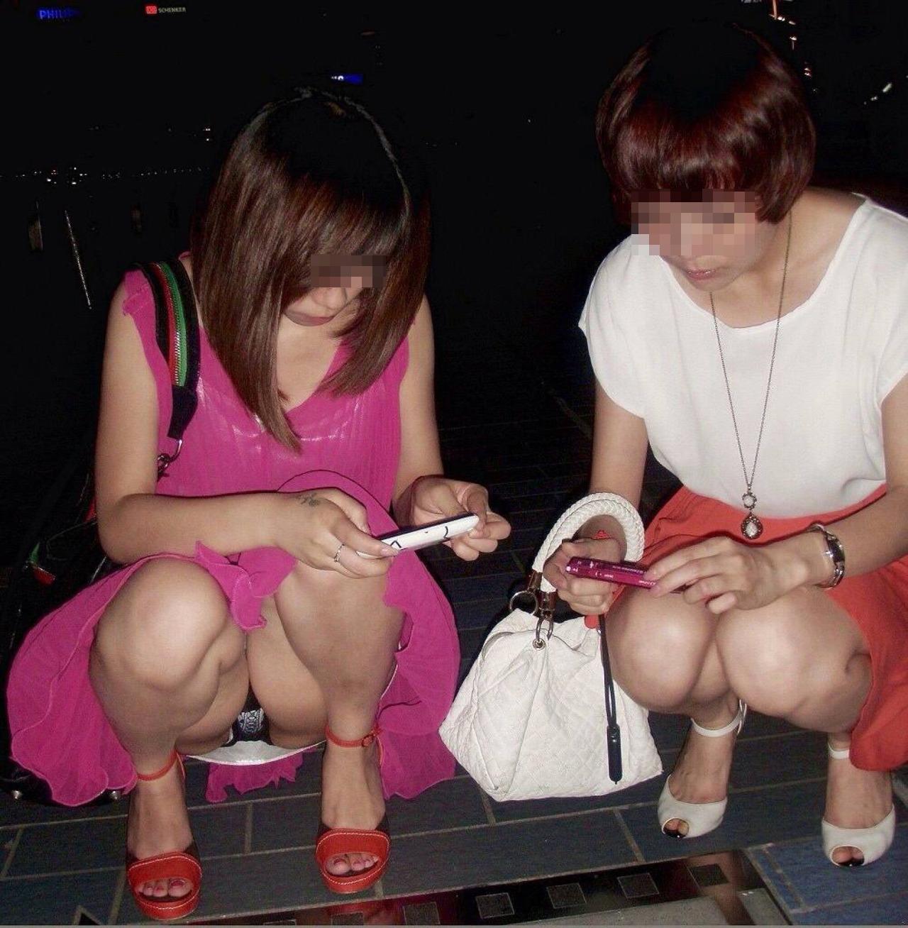 【パンチラエロ画像】そんな簡単でいいの?見せ過ぎ傾向な座りチラ女子www 15