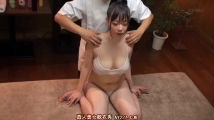乳腺マッサージで性欲爆発させられた巨乳お姉さん