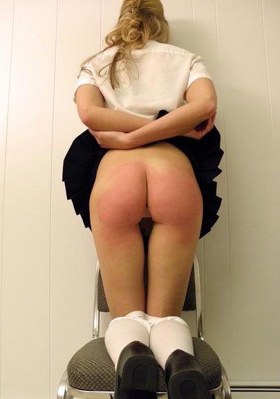 【調教エロ画像】お風呂に入れないよ…真っ赤になるまで叩かれたスパンキング尻www 04