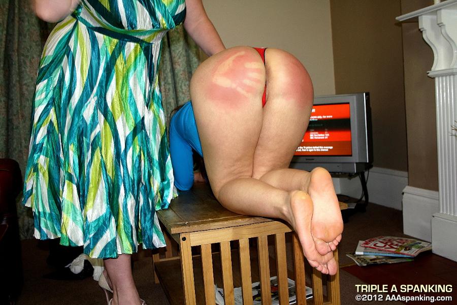 【調教エロ画像】お風呂に入れないよ…真っ赤になるまで叩かれたスパンキング尻www 12