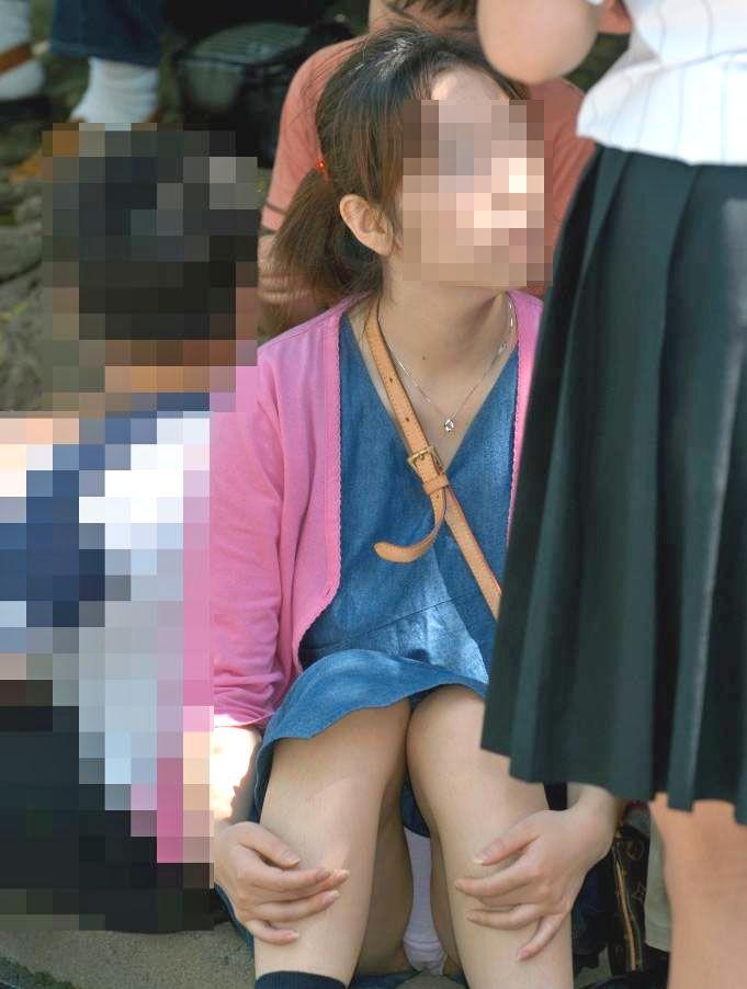 【パンチラエロ画像】座り込んだらさあ正面へw腰を下ろした女子たちの生パン観察www 02