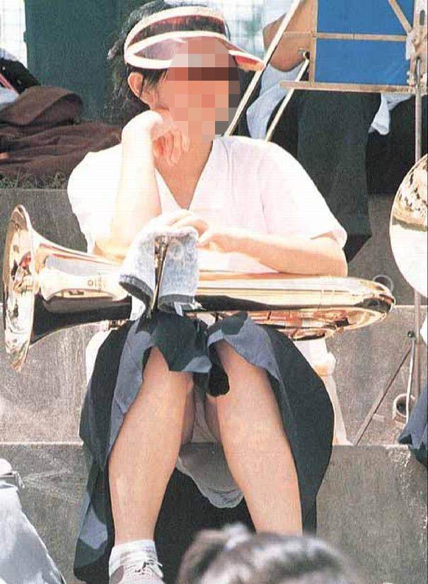 【パンチラエロ画像】座り込んだらさあ正面へw腰を下ろした女子たちの生パン観察www 05