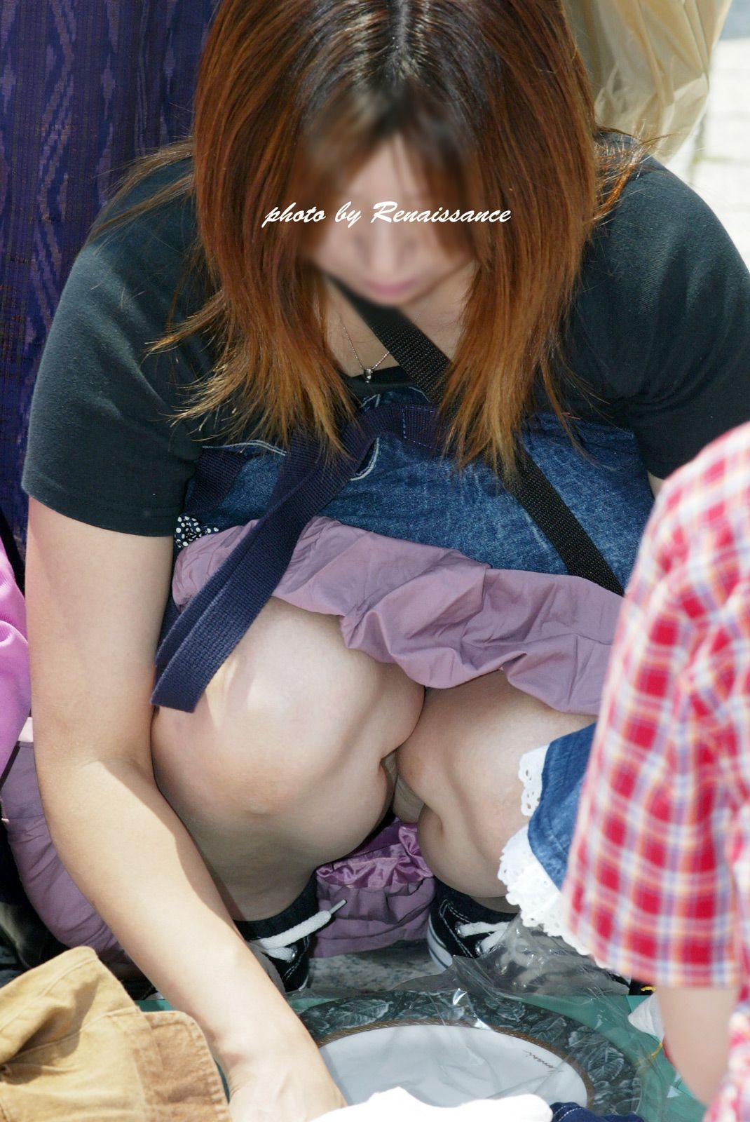 【パンチラエロ画像】座り込んだらさあ正面へw腰を下ろした女子たちの生パン観察www 11