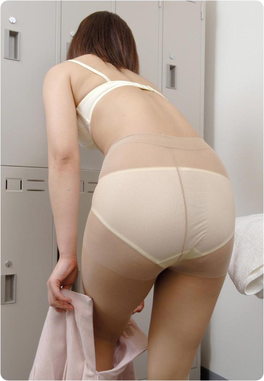 【更衣室エロ画像】全裸になるかは仕事次第w女子のロッカールーム潜入! 08