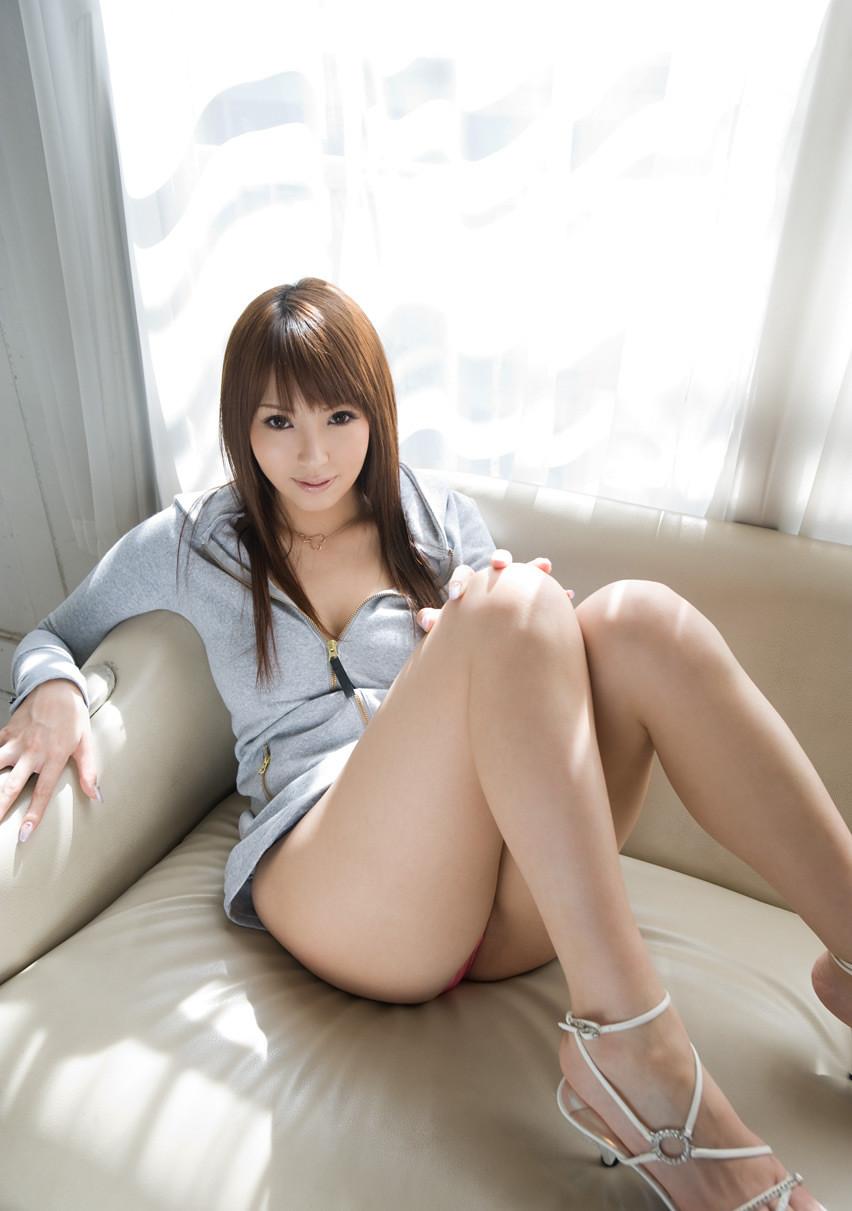 【太ももエロ画像】尻との境目も知りたいw体育座り女子のムチムチ太ももwww 03