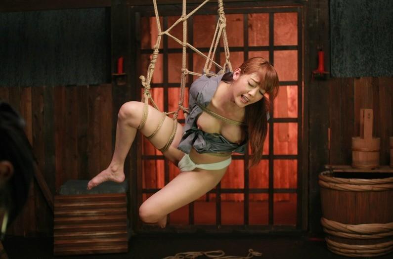【SMエロ画像】何も手出しがなくとも苦痛…宙吊り緊縛されたM女たちwww 04