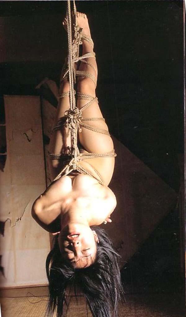【SMエロ画像】何も手出しがなくとも苦痛…宙吊り緊縛されたM女たちwww 05