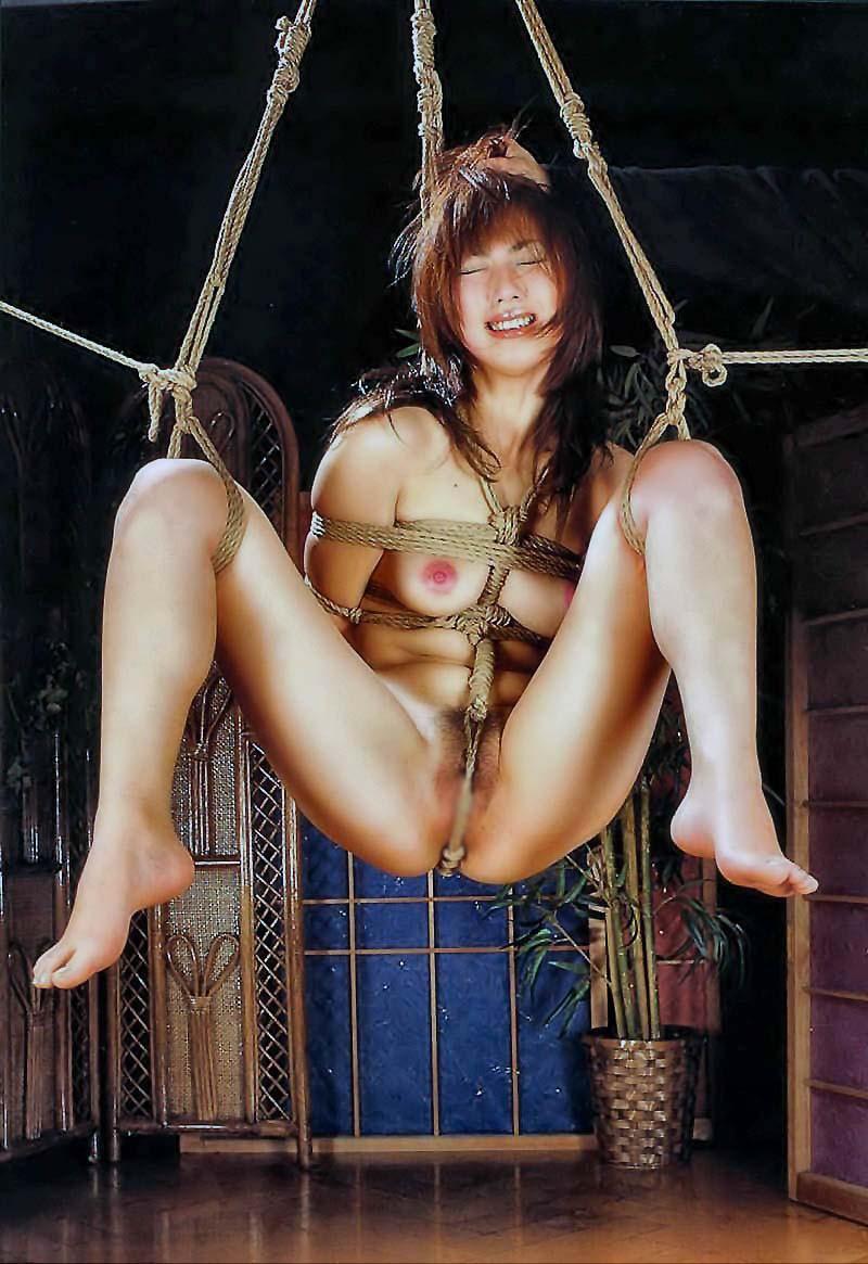 【SMエロ画像】何も手出しがなくとも苦痛…宙吊り緊縛されたM女たちwww 08