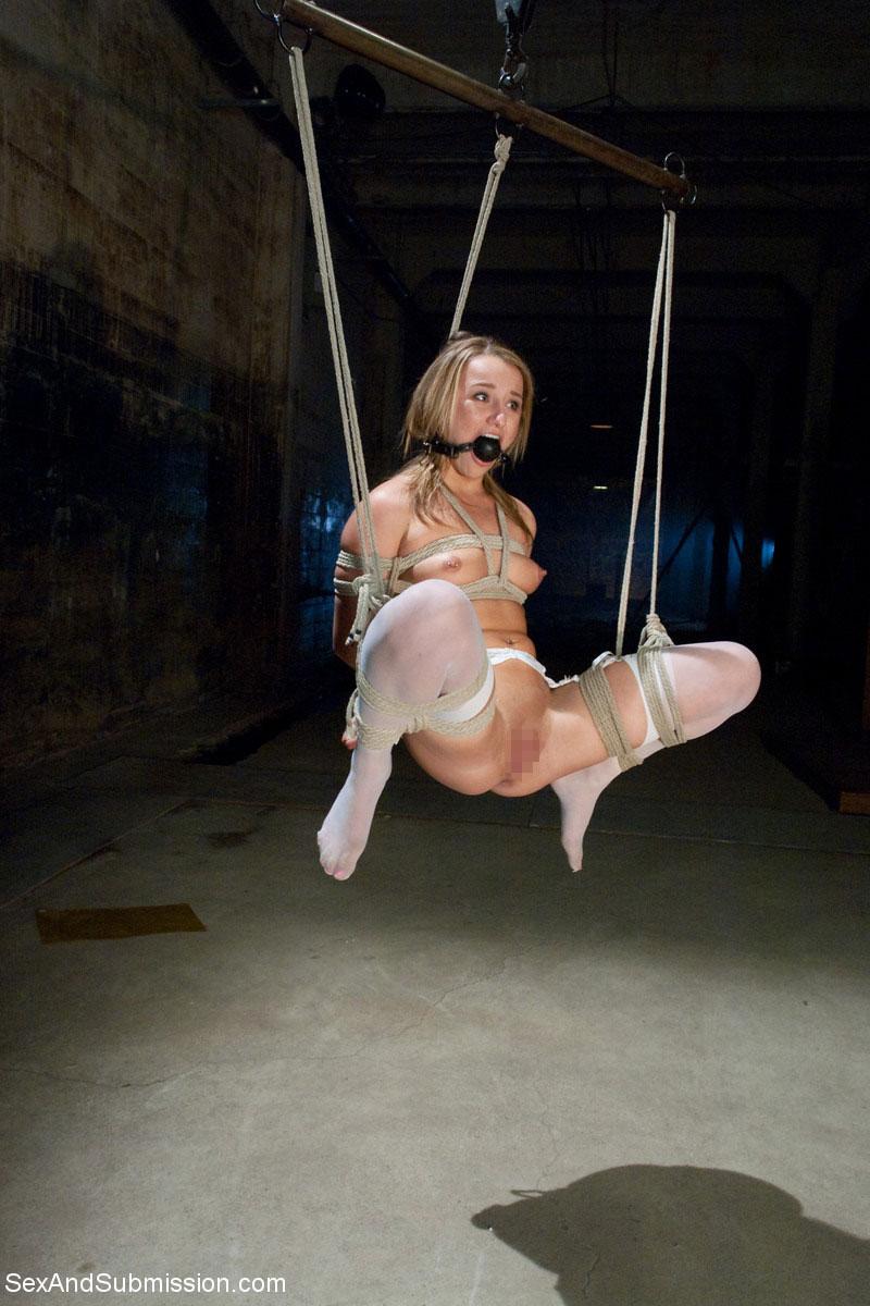 【SMエロ画像】何も手出しがなくとも苦痛…宙吊り緊縛されたM女たちwww 12