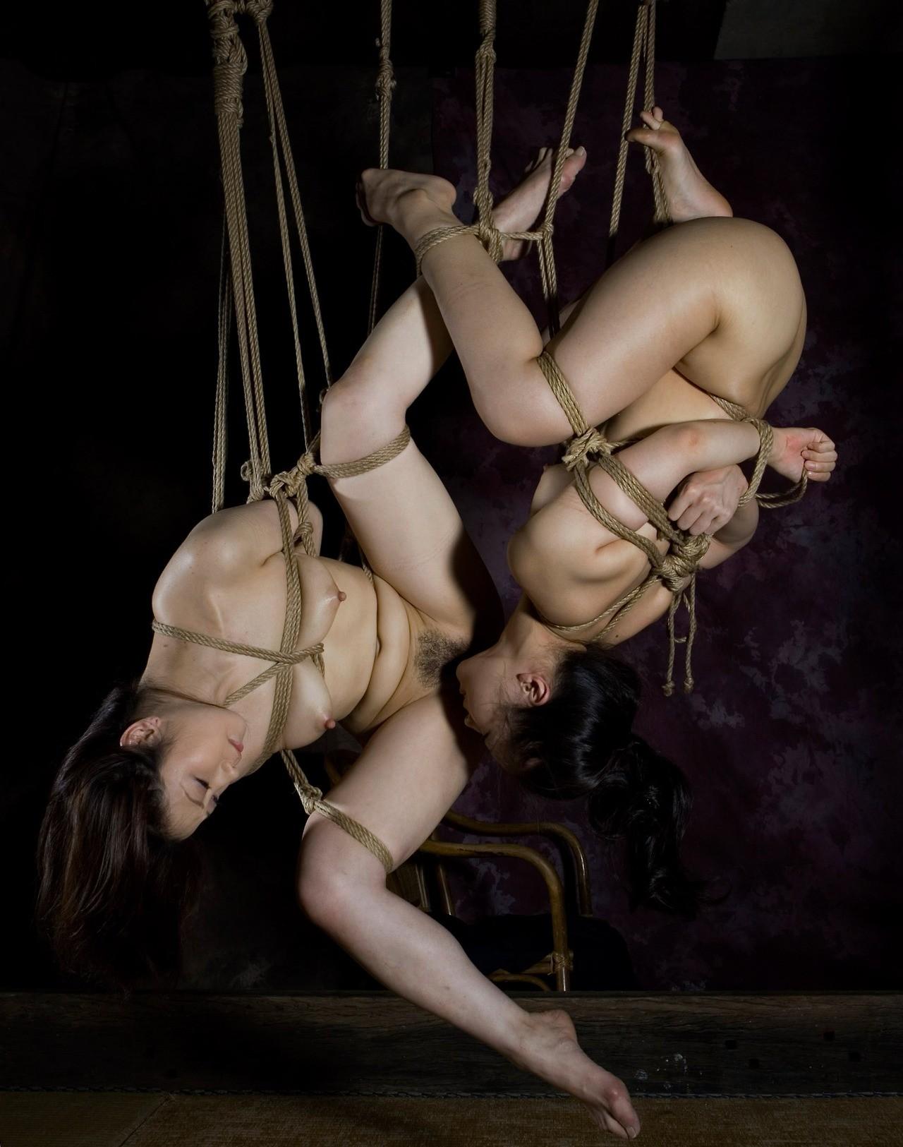 【SMエロ画像】何も手出しがなくとも苦痛…宙吊り緊縛されたM女たちwww 13