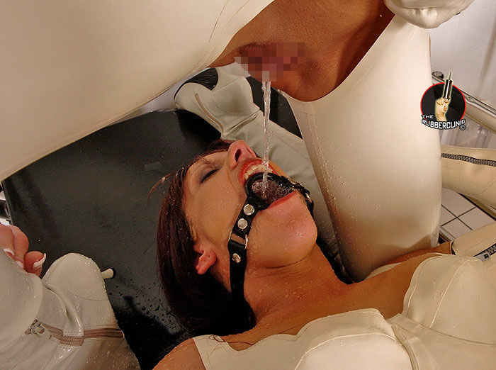 【レズエロ画像】(※閲覧注意)飲尿が愛情表現!?アブノーマル系レズビアンwww 06