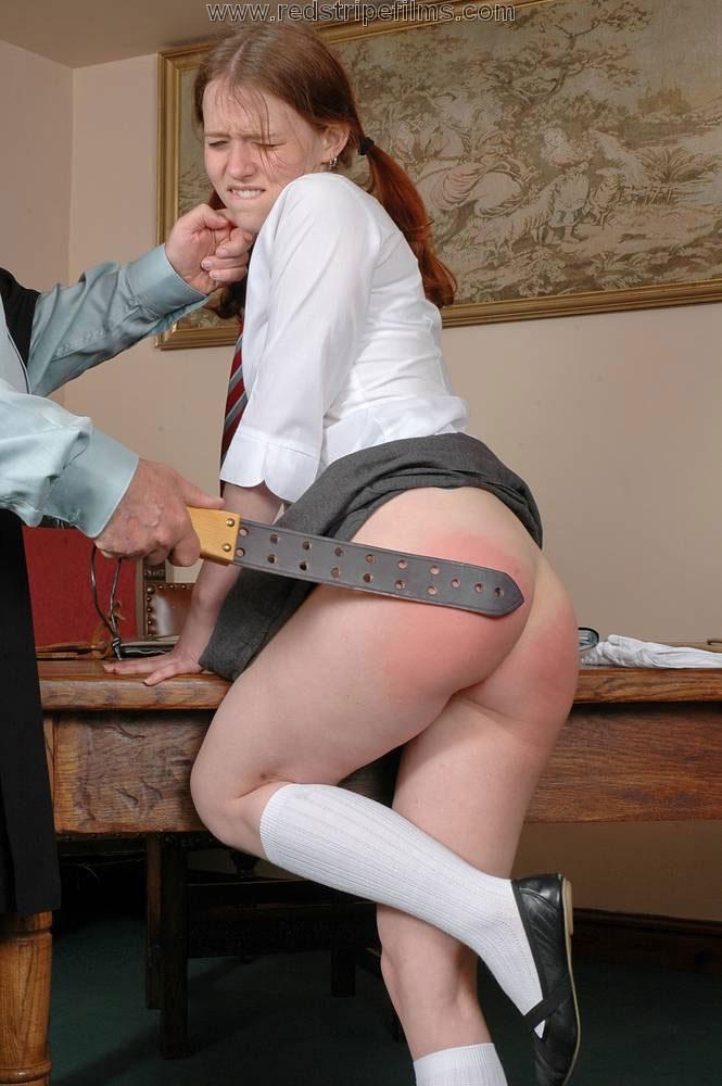 【調教エロ画像】痛そうなのに快感!?スパンキング好きなM女たちの真っ赤な尻www 12