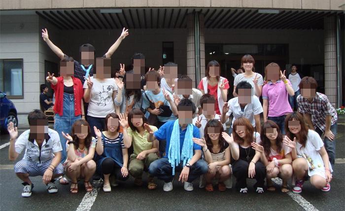 【パンチラエロ画像】ミニ着用者を前列にして…記念写真パンチラの完成www 09