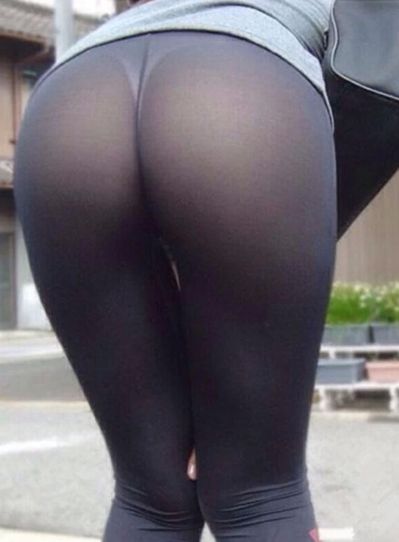 【下着透けエロ画像】見られたくなければ履かない事w下着が浮き透けた着尻www 03