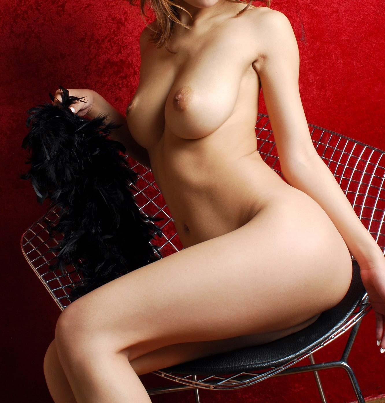 【ヌードエロ画像】電気消すのは却下w明るい場所でヤリまくりたい全裸美女たちwww 12